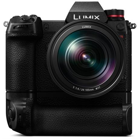Lumix S1R with battery grip
