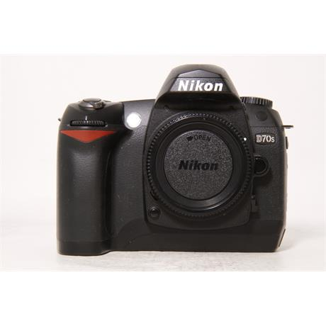 Used Nikon D70s with 18-70mm f3.5-4.5G Image 1