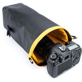 Vanguard Alta Waterproof Pouch - MEDIUM Thumbnail Image 10