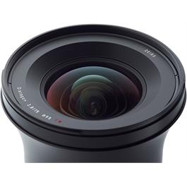Zeiss Milvus 15mm f/2.8 ZE - Canon Fit Top Angle Detail