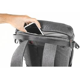 Peak Design Everyday Backpack 20L Charcoal Thumbnail Image 8