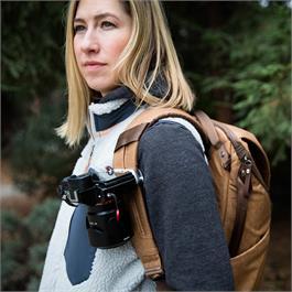 Peak Design Capture Camera Clip (v3) Silver with Standard Plate Thumbnail Image 3